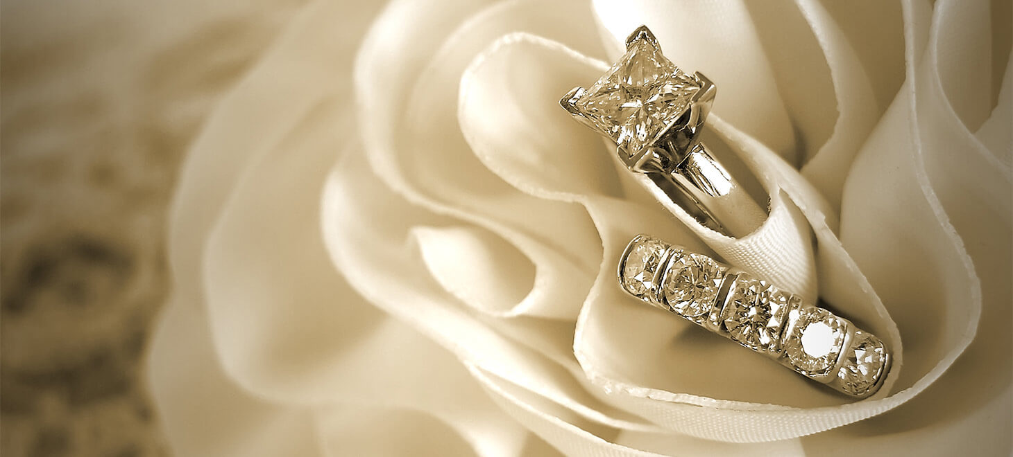 Wedding bands in white flower